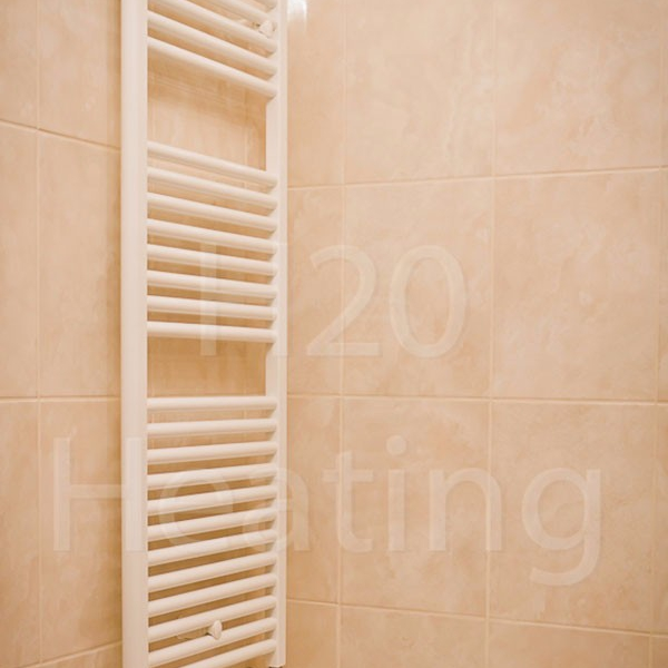 towel-rail-white-pink-tiles